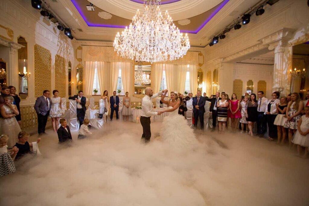 Pierwszy taniec z ciezkim dymem