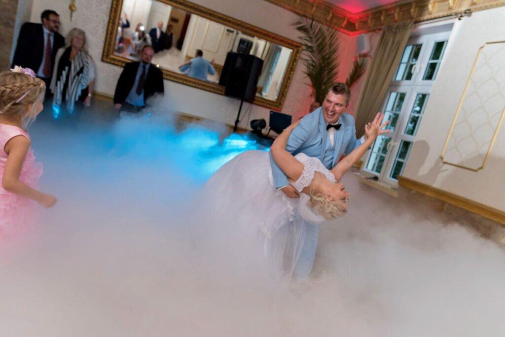 ciezki dym taniec w chmurach